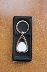 Fordított szív alakú kulcstartó