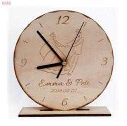 Natúr bükkfa talpas álló óra egyedi gravírozott szöveggel képpel
